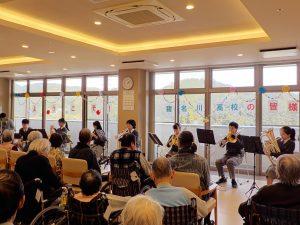 高齢者施設での演奏会♪